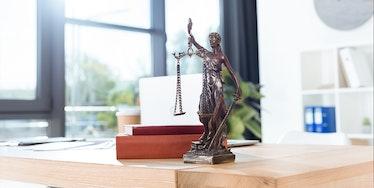 Legislação e processos trabalhistas